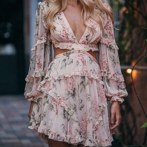 Loose dress with crisscrossing back with straps